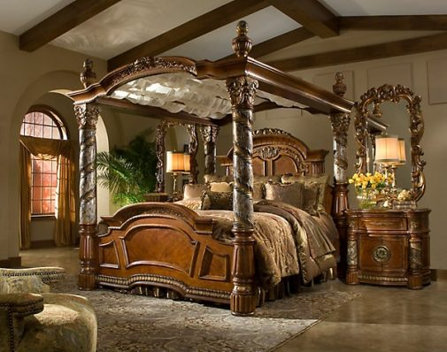 Traditional Canopy Bed