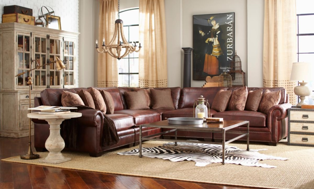 Large Living Room with Leather Sectional